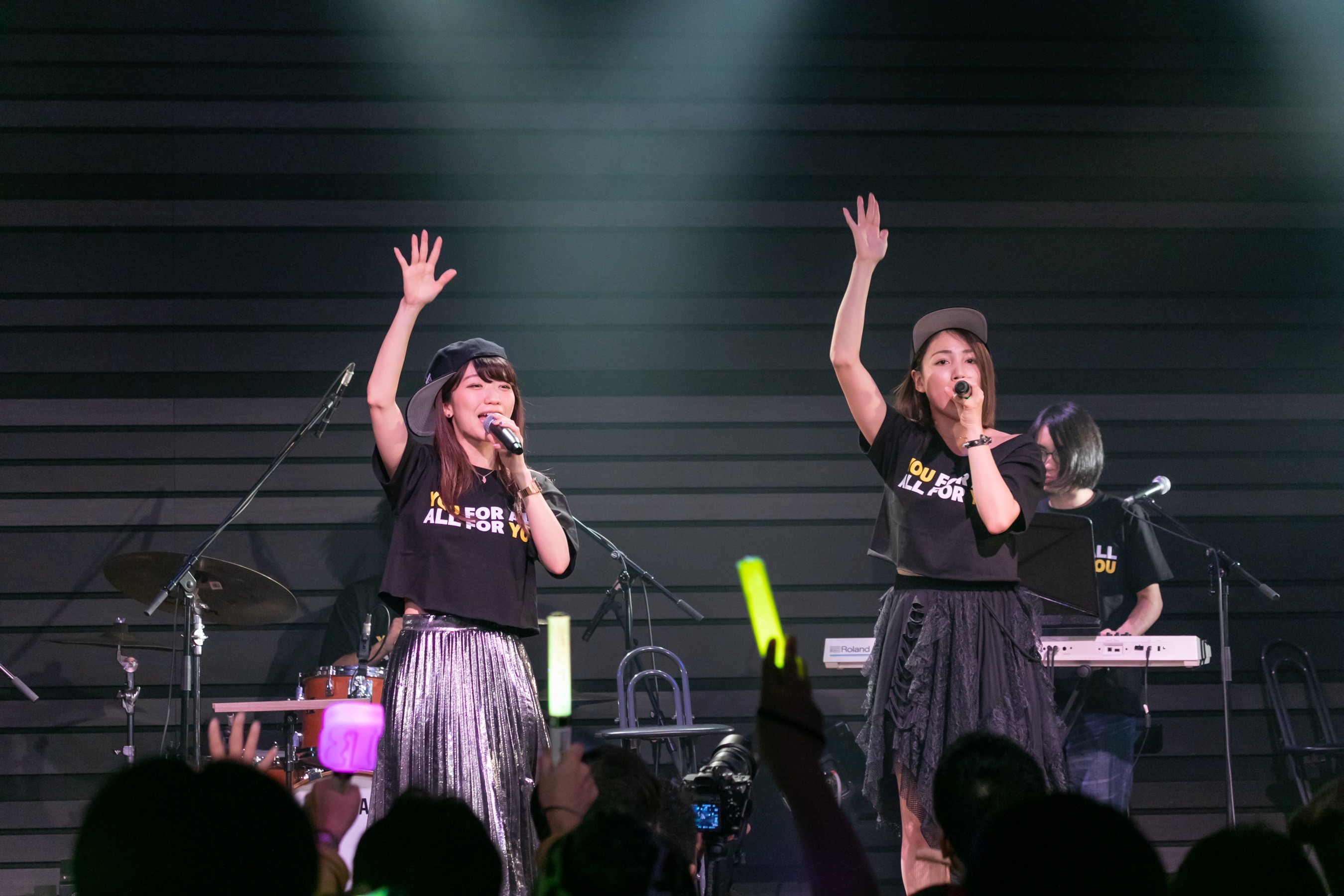 吉川友とぱいぱいでか美の新曲「都会のオンナ」